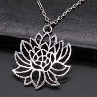 Collier motif Fleur de Lotus